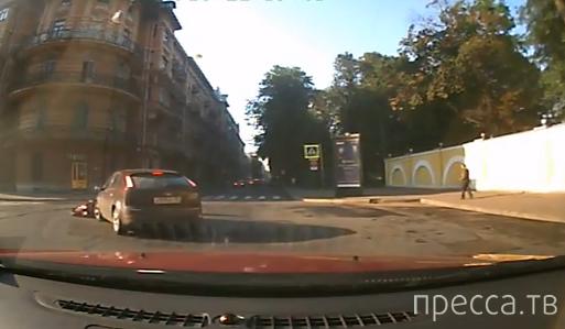 """Водитель """"Форд Фокус"""" не заметил мотоциклиста...  Классическое столкновение на повороте"""