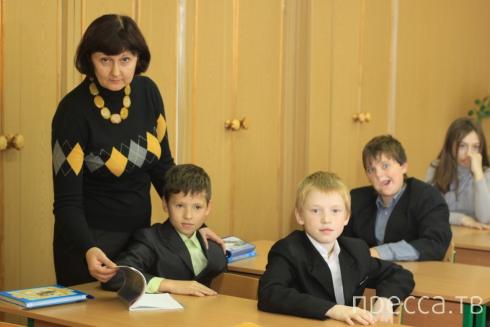 Депутаты Госдумы хотят ввести обязательную форму для учителей (2 фото)