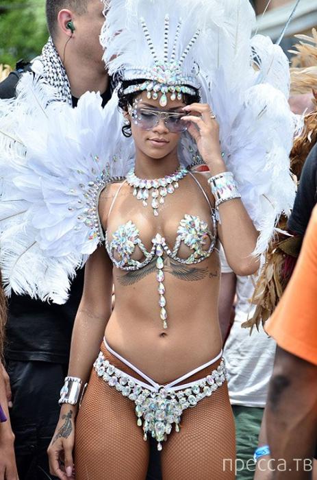 Рианна на карнавале в Барбадосе (9 фото)
