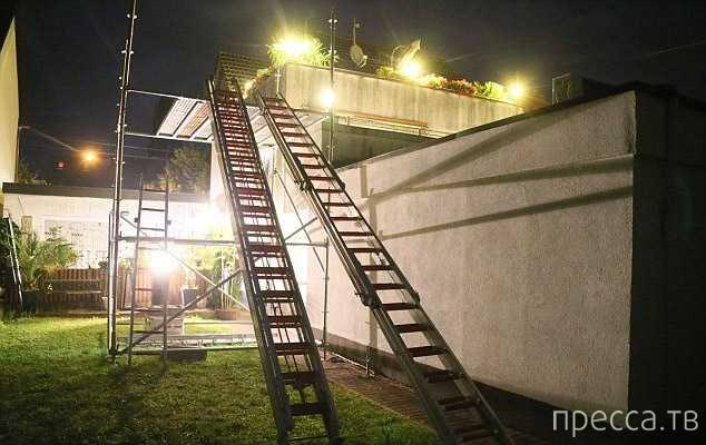 В Германии спасатели были вынуждены применить тяжелую технику, чтобы доставить в больницу мужчину (5 фото)