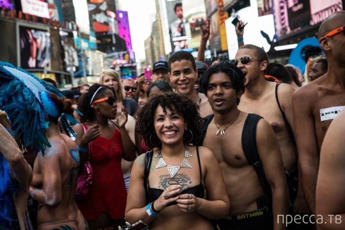 Национальный день нижнего белья в Нью-Йорке (15 фото)
