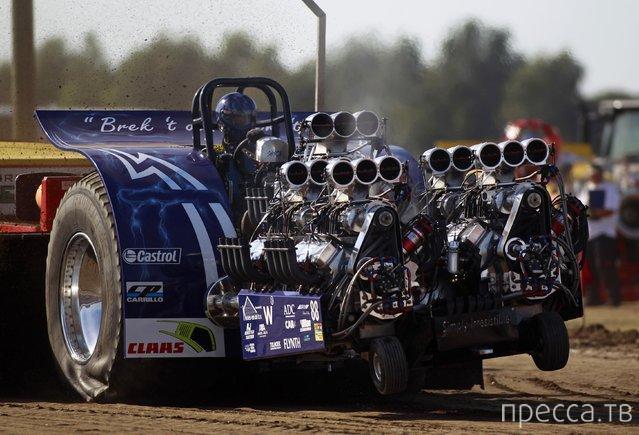 Как проходит Евро-чемпионат тракторных гонок (11 фото)