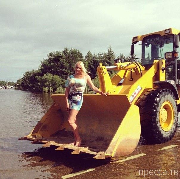 Анастасия Волочкова в Благовещенске во время наводнения (10 фото)