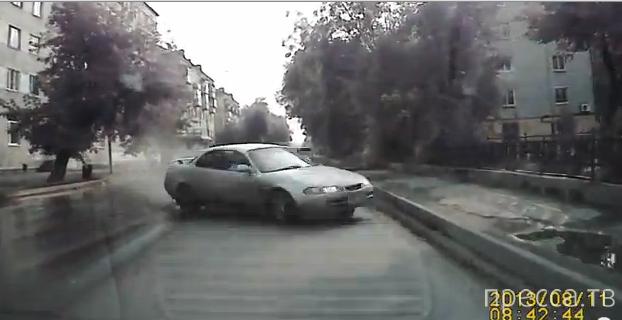 Пьяная водительница угоняла от гаишников и совершила столкновение на встречке...