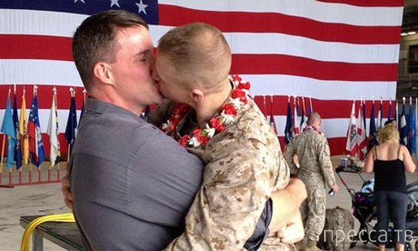 В 2012 году геи изнасиловали 26 000 солдат и офицеров армии США (2 фото)