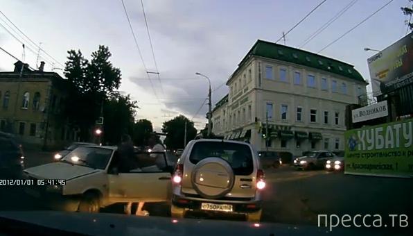 Поехал на красный - получи! Драка на пересечении улиц Водников и Комсомольской, Самара