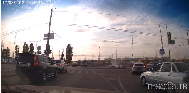 Мотоциклист на полном ходу врезался в бетонное заграждение и погиб на месте! Жесть!!! Дтп на Университетском проспекте, Волгоград