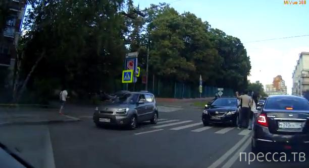 Пешеход подрался с водителем  Toyota Camry... Шмитовский проезд, Москва