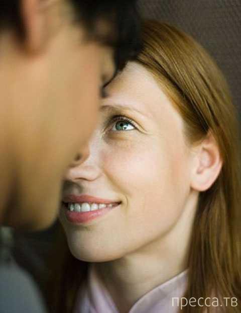 При первой встрече с женщиной мужчина смотрит не на грудь, а на глаза и улыбку