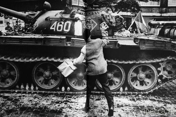 45 лет со дня вторжения в Чехословакию советских войск (58 фото)