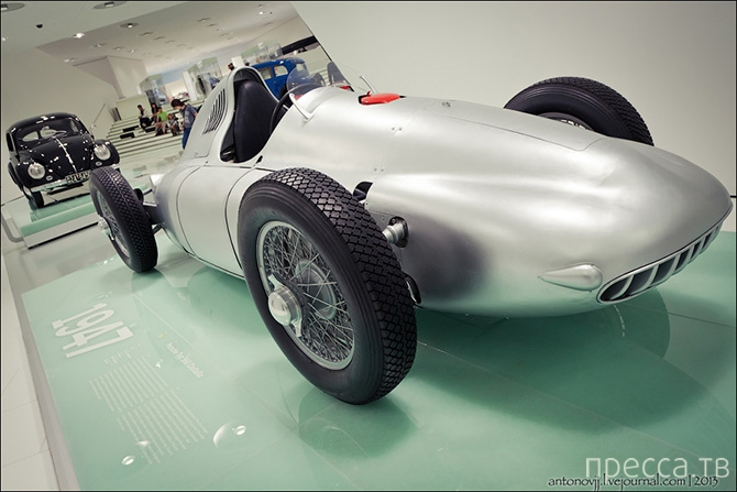 Экскурсия по музею Porsche в Штутгарте (47 фото)