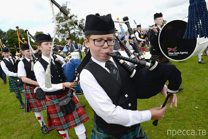 Ежегодный Всемирный чемпионат игры на шотландской волынке в Глазго (11 фото)