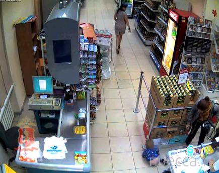 Жительница Красноярска избила 1,5-годовалого сына в супермаркете...
