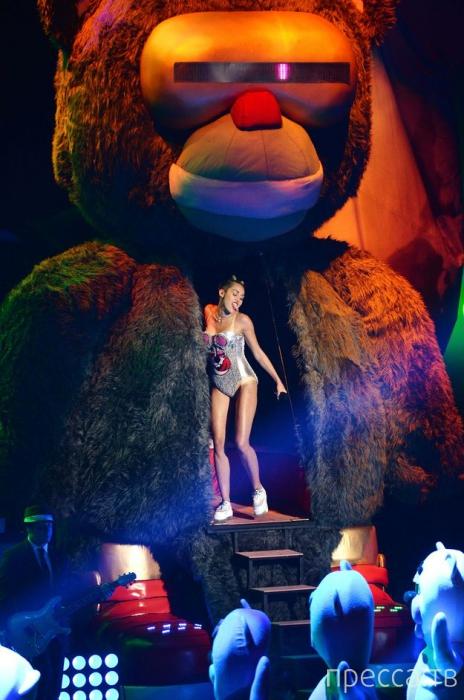 Американская певица Майли Сайрус шокировала Нью-Йорк (21 фото)