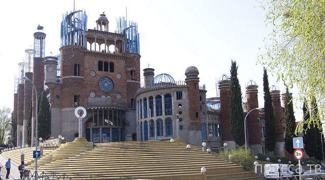 Испанский фермер 50 лет строит храм из мусора   (6 фото)
