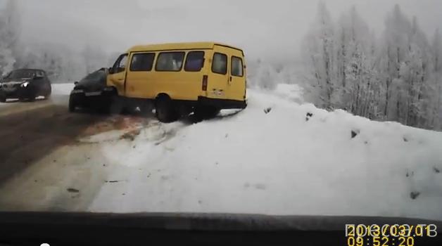 Лобовое столкновение с маршруткой на трассе Углич-Ярославль...