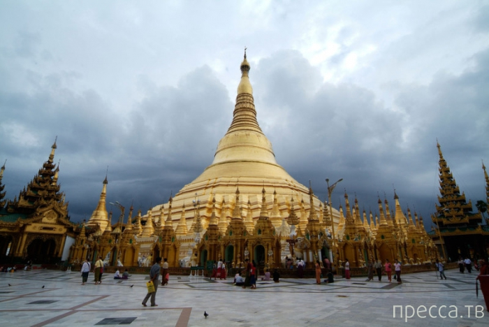 Пагода Шведагон (Золотая Пагода) - величайшая буддистская святыня Мьянмы (13 фото)