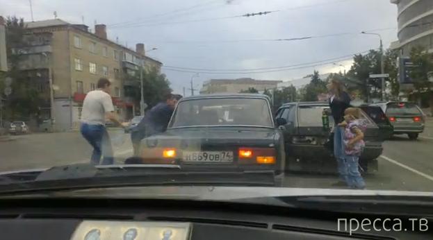 Пьяный водитель похитил женщину, подбил пешехода и провез на капоте... ДТП на ул. Доватора, Челябинск