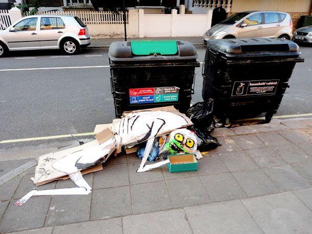 Прикольные скульптуры из мусора (9 фото)
