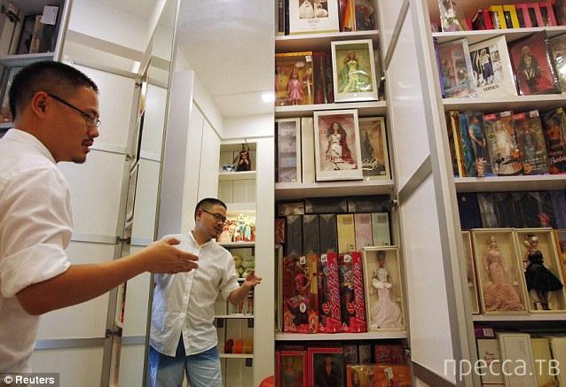 Цзянь Ян собрал за 20 лет  девять тысяч кукол (12 фото)