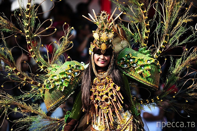 «Jember Fashion Carnaval» - карнавал моды в Индонезии (31 фото)