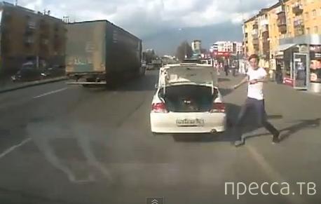 Повезло, что успел отскочить... ДТП в Екатеринбурге