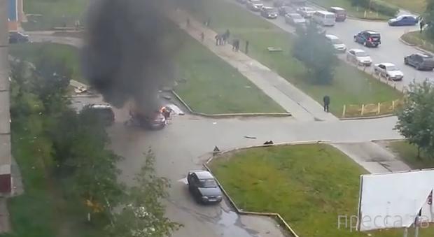 В Сургуте, на ул. Югорская, взорвался автомобиль Mazda CX7