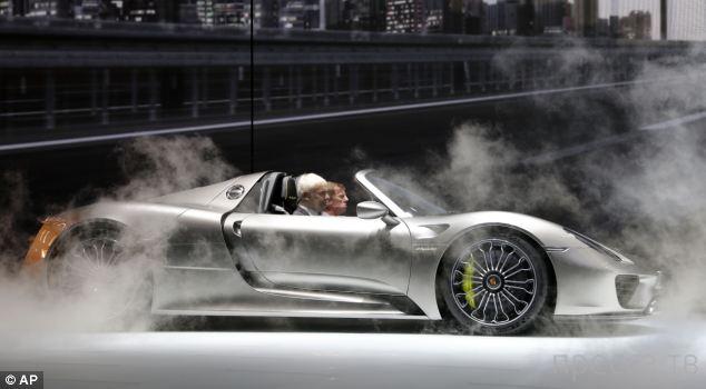 Самый мощный, самый быстрый и технически совершенный Porsche за всю историю легендарной марки! (5 фото + видео)