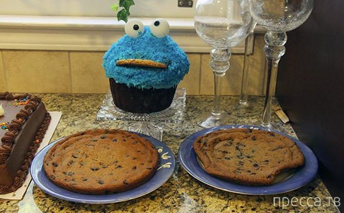 Что будет, если оставить ребёнка наедине с тортом (4 фото)