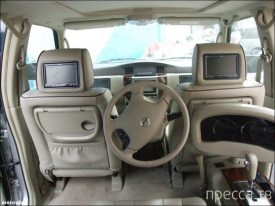 Модифицированный Nissan Patrol с рулем сзади (8 фото + видео)