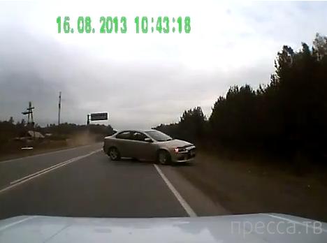 """Неопытный водитель """"Mitsubishi Lancer"""" пытался пойти на обгон и вылетел на встречку... ДТП в Красноярске"""