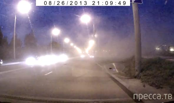 """Пьяный водитель """"Nissan Skyline"""" сбил женщину на тротуаре... ДТП на ул. Клюева, Томск"""