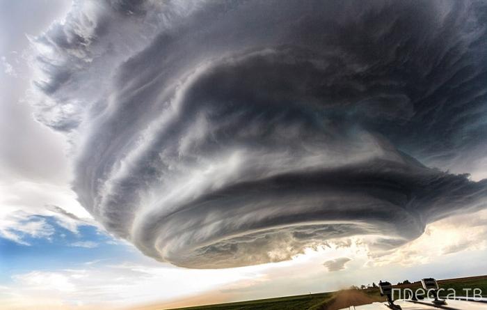 Встреча с супер-ячейкой на равнинах США (6 фото)