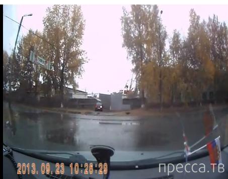 """""""ВАЗ-2112"""" не успел затормозить и влетел в ворота..."""