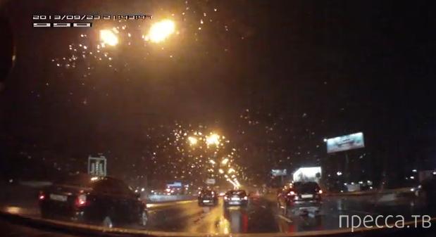 BMW X5 врезался в машину, ехавшую по обочине... ДТП на МКАД, Москва