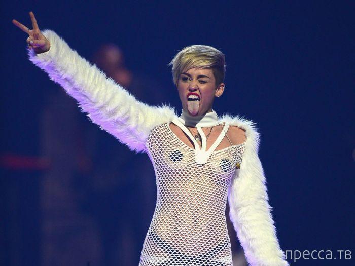 Эпатажная Майли Сайрус на концерте iHeartRadio Music Festival. 22 сeнтября, Лaс-Вегас (11 фото)