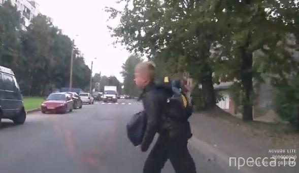Водитель затормозить не успел и сбил мальчика, переходившего в неположенном месте...