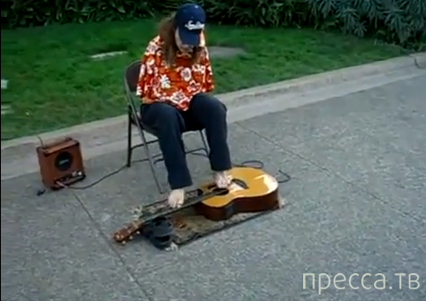 Музыкант-инвалид играет на гитаре пальцами ног (видео)