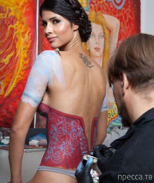 Микаэла Шефер пришла на Окторберфест в нарисованном платье (11 фото)