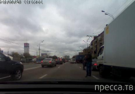 Разборки между водителями закончились применением травматического пистолета... Рязанский проспект, Москва