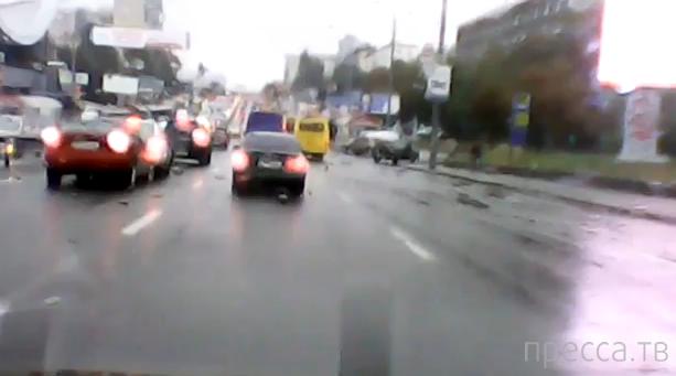 Классика: несоблюдение дистанции... ДТП в Киеве