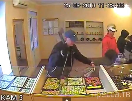 Ограбление ювелирного салона. Реальное видео. Жесть!!! пос. Нижнегорский, Крым