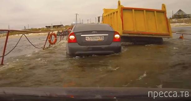 Камазист не знал, что нельзя обгонять на переправе... Понтонно-мостовая переправа через реку Надым ЯНАО (ЖЕСТЬ!!!)