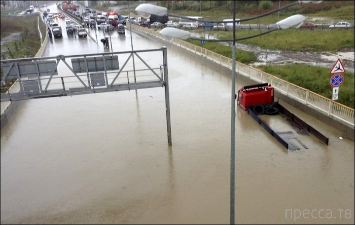 Сентябрьский потоп в Сочи (6 фото)