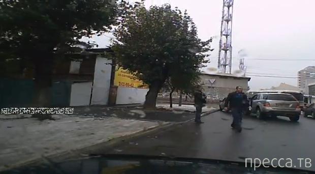Всем аулом на одного... Непонятные разборки на дороге в Красноярске