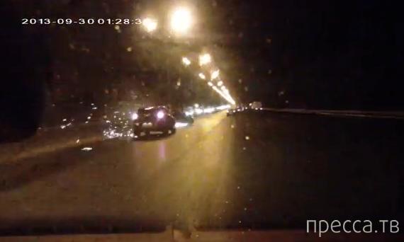 Крутые заносы по мокрой ночной дороге... ДТП на внутренней стороне МКАД, Москва