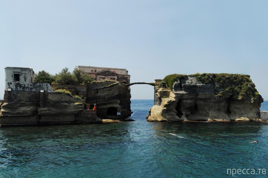Проклятый остров Гайола (6 фото)