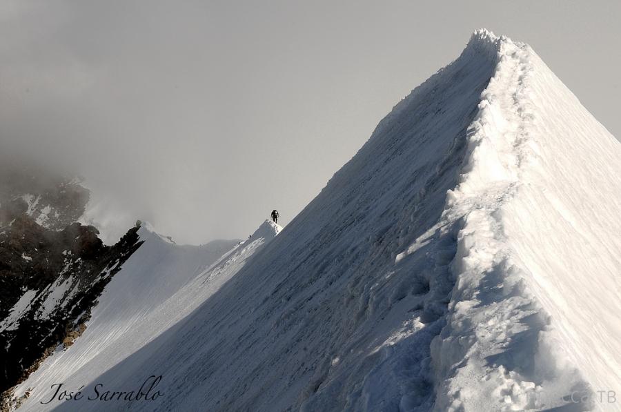 Потрясающие виды с вершин гор, сделанные фотографом и альпинистом из испании José Sarrablo (23 фото)
