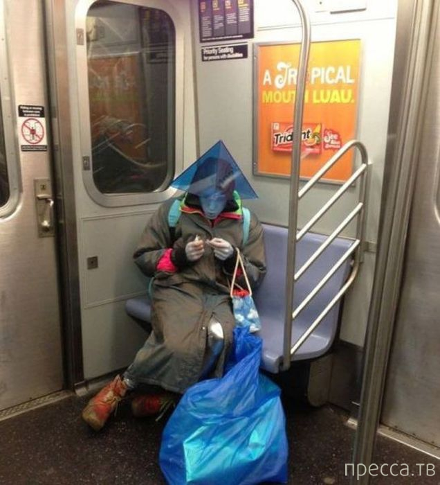 Странные люди в метро (55 фото)