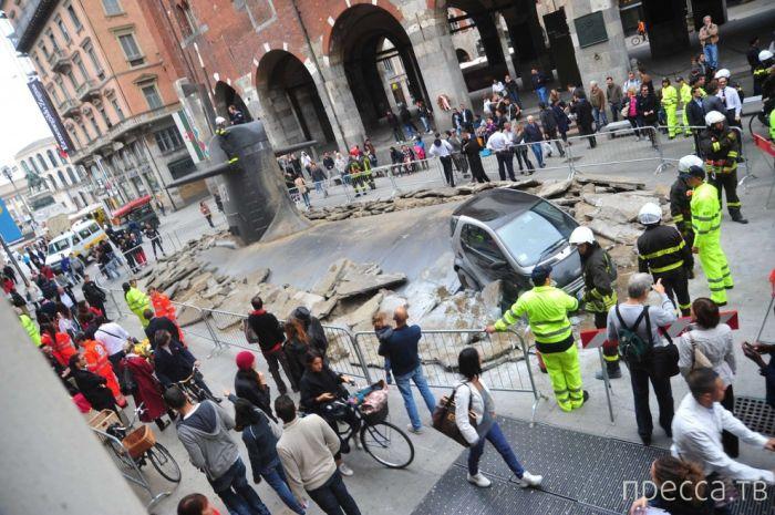 Подводная лодка в центре Милана (11 фото)